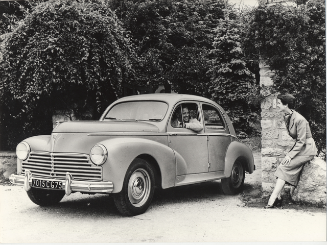 El automóvil – 1948, lanzamiento del 203, primer modelo con carrocería monocasco