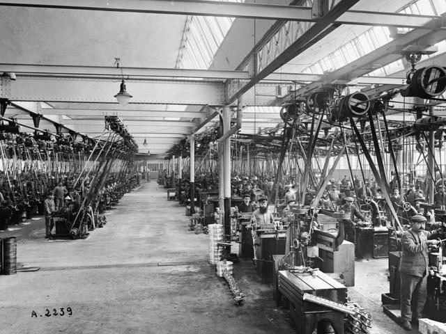 La aventura familiar – 1896, fabricación de bicicletas, motocicletas y herramientas