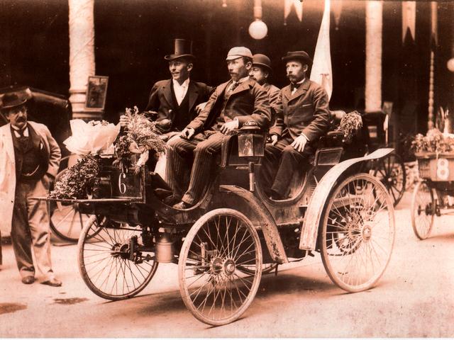 Peugeot Sport – 1895, el Peugeot Type 7 gana la primera carrera cronometrada del mundo
