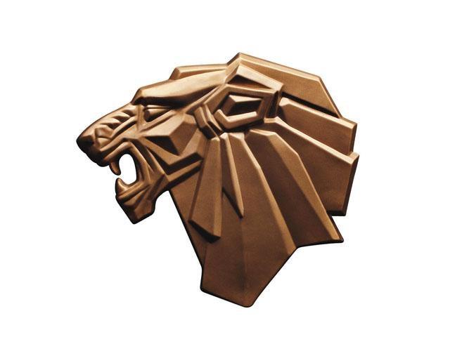 Los leones Peugeot – 1968, desaparece el escudo, pero el león sigue siendo dorado o cromado